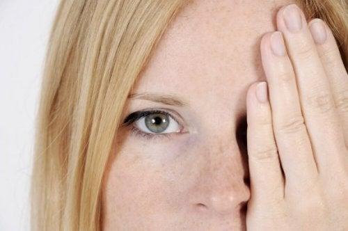 5 facteurs qui provoquent des taches sur le visage