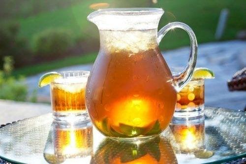 du thé glacé pour accompagner le cake banane, miel et cannelle