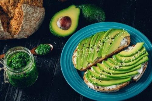 Les aliments contenant des huiles naturelles que vous pouvez consommer pendant un régime