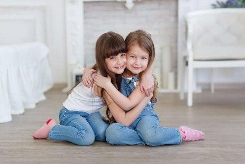 Aidez votre enfant à comprendre qui est un véritable ami