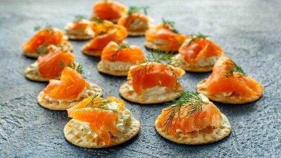 Recette de blinis au saumon fumé et sauce tartare