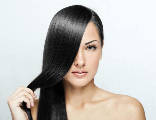 Comment avoir des cheveux lisses et brillants ?
