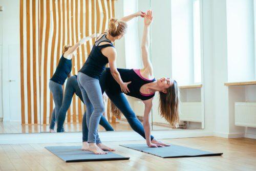 le yoga et les genoux