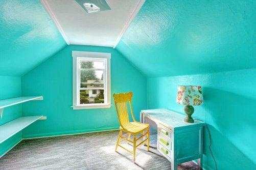 Du bleu dans une chambre d'enfant