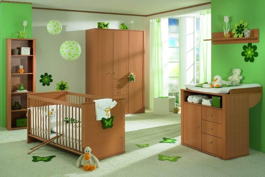 Une chambre d'enfant verte