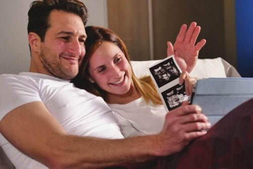 Faire son annonce de grossesse avec une photo de l'échographie