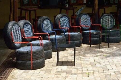 meubles créés à partir de matériaux recyclés