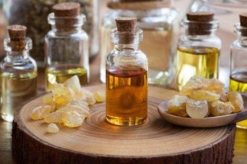 Avantages incroyables de l'huile essentielle d'encens