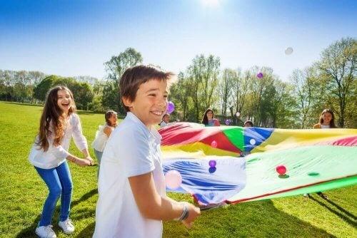 les jeux en plein air sont bénéfiques pour les enfants