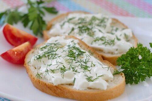 fromage végan à l'avocat et à l'origan