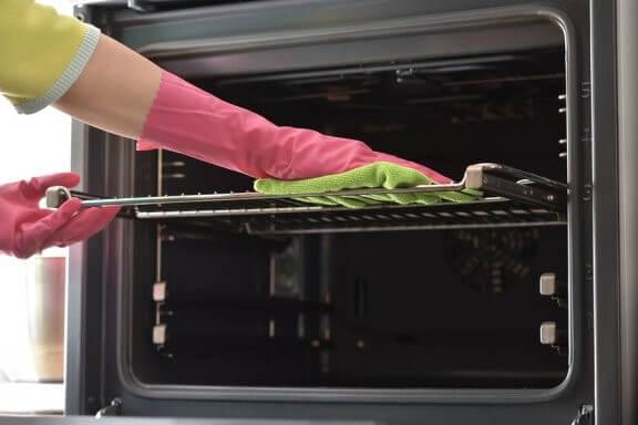 7 conseils pour le nettoyage des plaques de cuisson