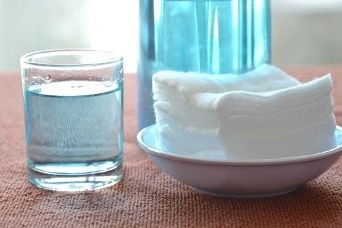 nettoyer les plaques de cuisson avec de l'eau oxygénée