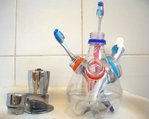 pot à brosses à dents en emballages plastique recyclés