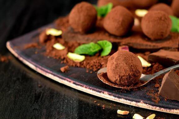 Apprenez à préparer de délicieuses truffes au chocolat avec cette recette maison