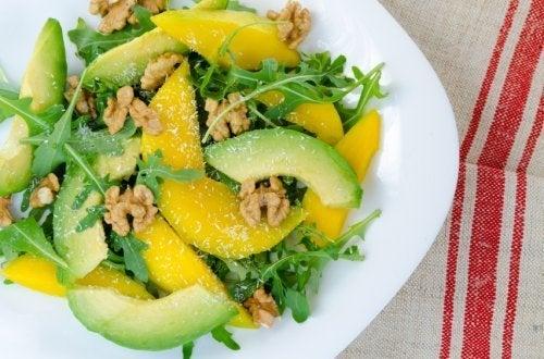 salades composées : mangue et basilic
