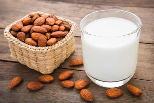 Simple recette maison pour préparer du lait d'amande