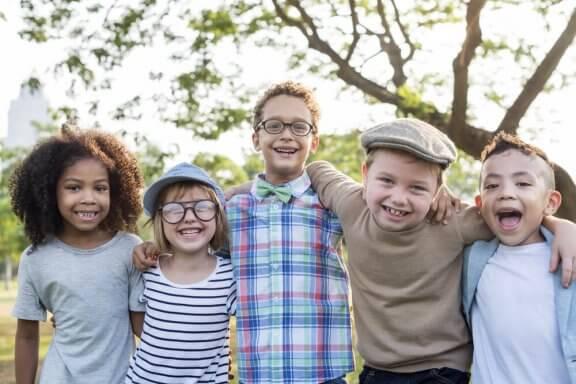 Pourquoi est-il si important d'enseigner aux enfants la valeur de l'amitié ?