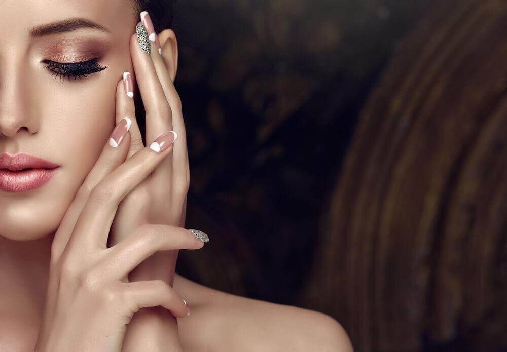 7 astuces pour embellir vos ongles sans manucure