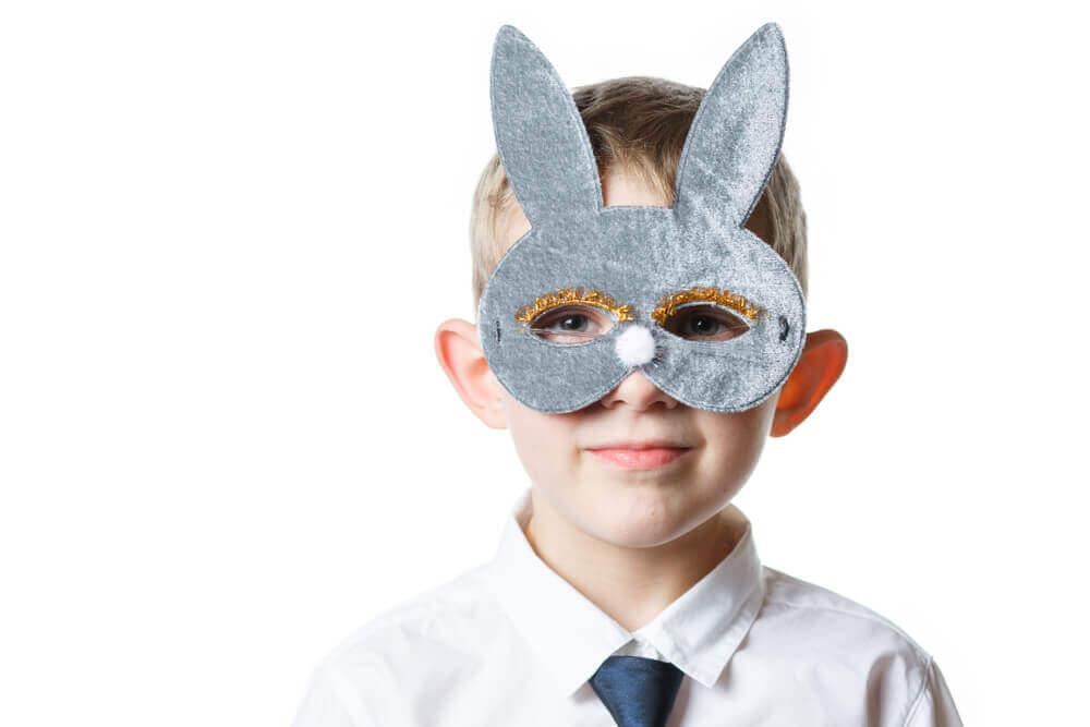 Les masques d'animaux sont des travaux manuels simples que peuvent réaliser les enfants en âge préscolaire