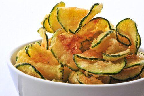 رقائق الباذنجان وغيرها من الخضروات