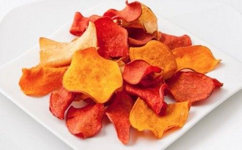 Comment préparer des chips d'aubergine et d'autres légumes