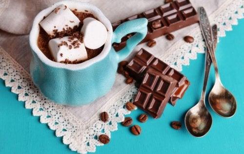 desserts parfaits à partager en famille : chocolat chaud et guimauves