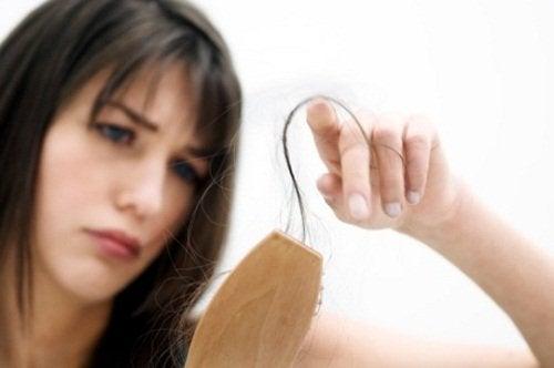 les raisons de la chute de cheveux