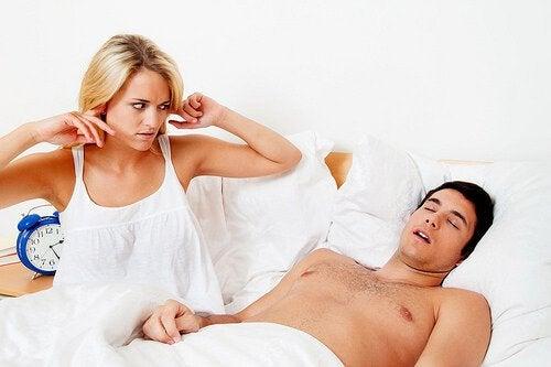 L'apnée du sommeil entraîne des ronflements pouvant être gênants pour l'entourage