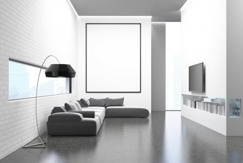 Le séjour d'une personne suivant le style de vie minimaliste