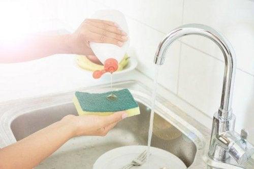5 astuces pour désinfecter les éponges de cuisine