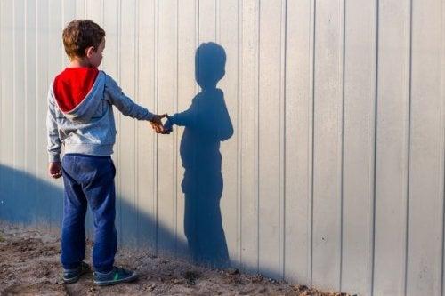 Que faire si mon enfant a un ami imaginaire
