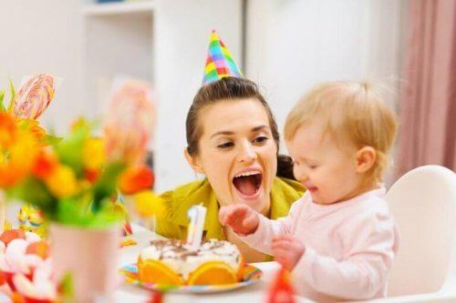 gâteau d'anniversaire pour votre bébé