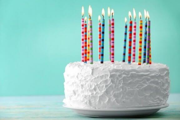Préparez à la maison un délicieux gâteau d'anniversaire