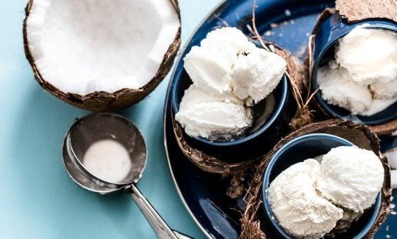 Comment préparer de la glace à la noix de coco sans produits laitiers
