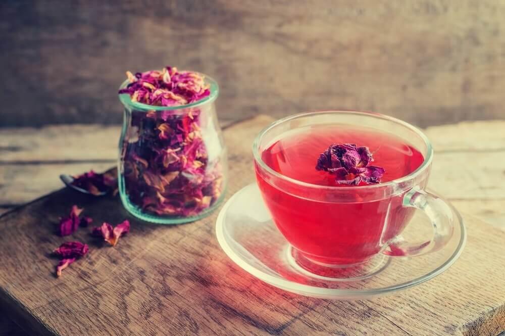 migraine et infusion de roses