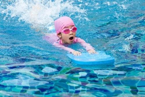 Les meilleurs conseils et exercices pour apprendre à nager à vos enfants