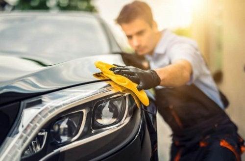 Une idée simple et pratique pour garder votre voiture toujours propre