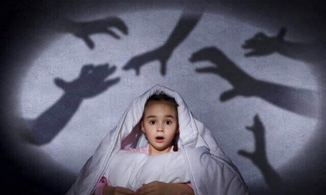 la peur d'être seul d'un enfant
