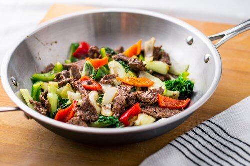 preparare il bibimbap con un wok