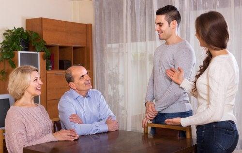 J'ai peur de présenter mon petit ami à mes parents : comment faire ?