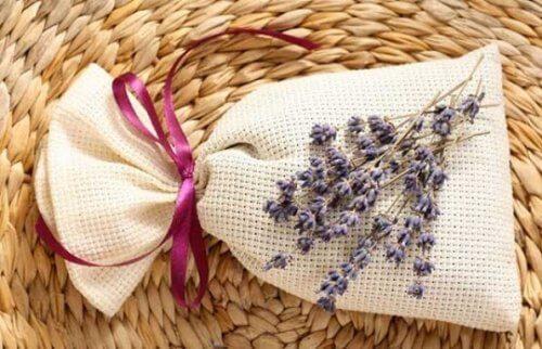 sachets désodorisants aromatiques à la lavande