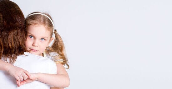 réaffirmer les bons comportements pour éduquer des enfants forts