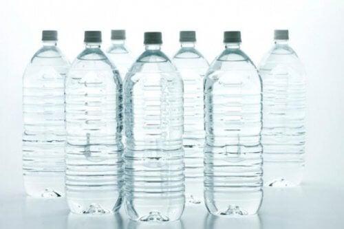 faire ses propres arrosoirs avec des bouteilles d'eau