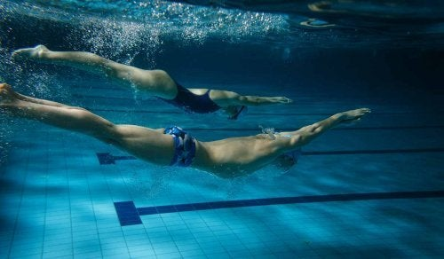 la natation à deux, c'est mieux !