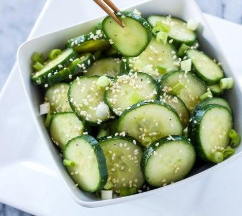 Avoir une consommation régulière de concombre apporte de nombreux bienfaits