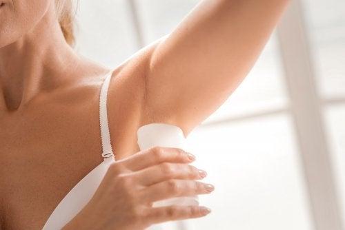 5 façons de préparer un déodorant fait maison et naturel