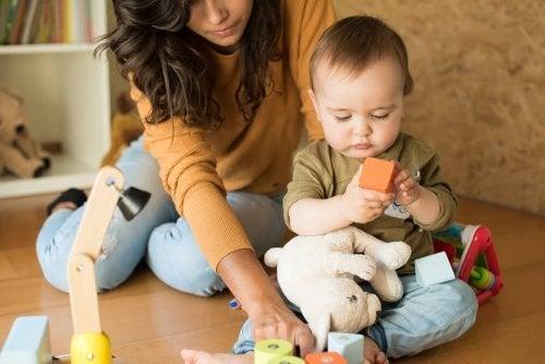 3 conseils de Montessori pour éduquer des enfants indépendants