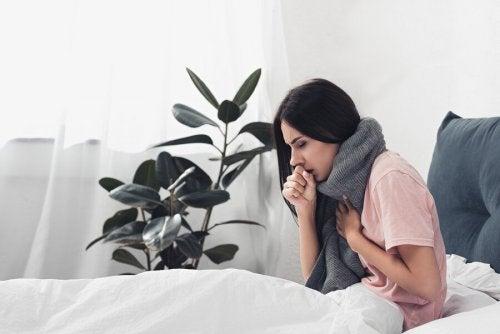 Une femme qui a la grippe