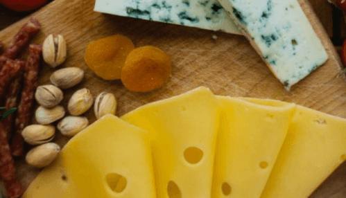 pêche, fromage et pistaches