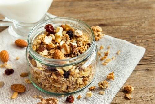 3 recettes de granola maison aux noix